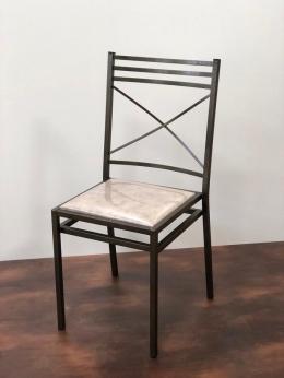 Cadeira de Ferro Empilhável Três Detalhes Dourada